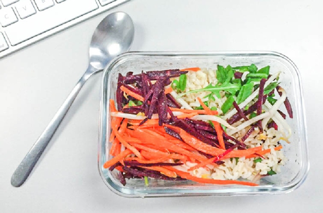 Ashley Mason | Easy Healthy Lunch Ideas Raw Julienned Carrots Beets Bean Sprouts RIce
